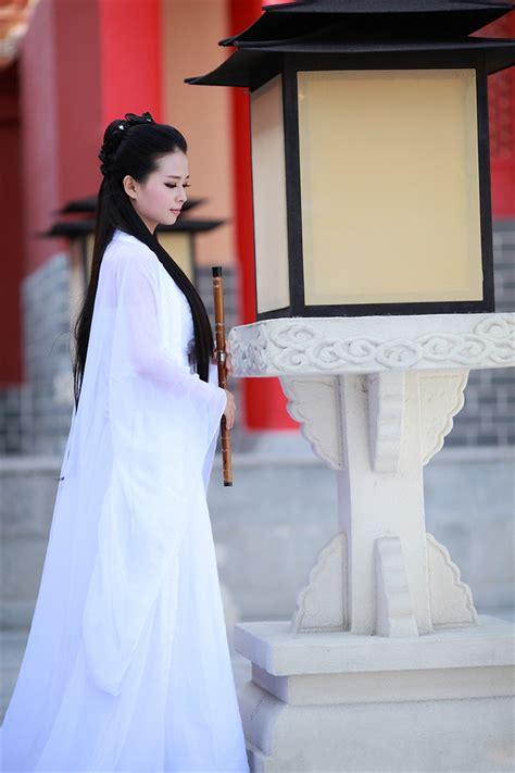 白色古装美女图片